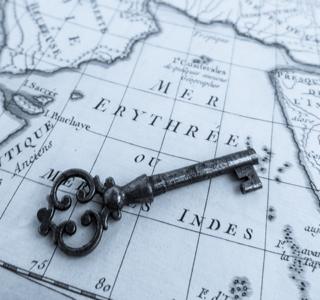 古地図と古い鍵