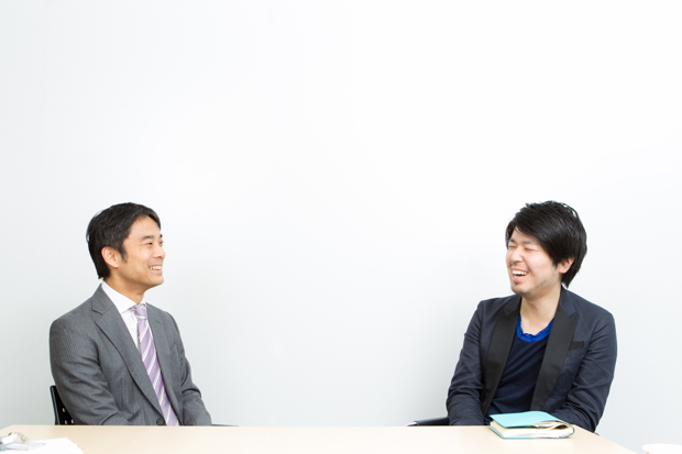 写真左:岩瀬大輔(ライフネット生命保険 社長)、写真右:川村元気(映画プロデューサー、小説家)