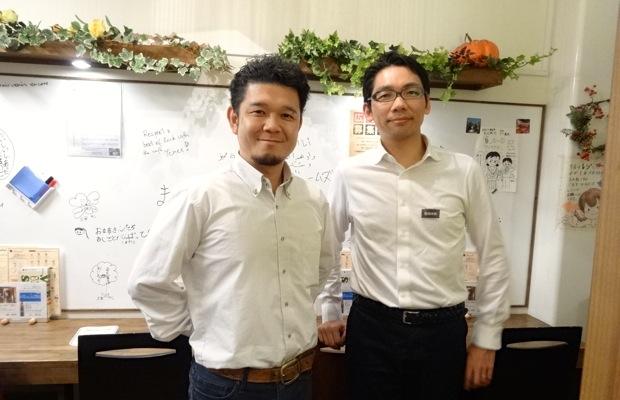 写真左:柳匡裕さん(Social Café「Sign with Me」オーナー)、 右:岩田慎一(ライフネットジャーナルオンライン編集長)