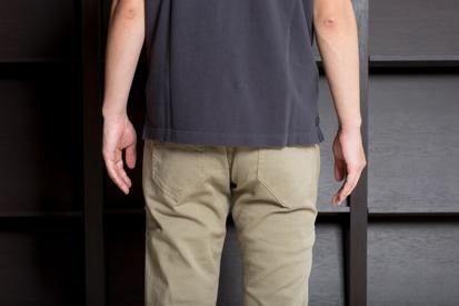 これが適正な着丈。ポケットとベルトの境界くらいがベスト