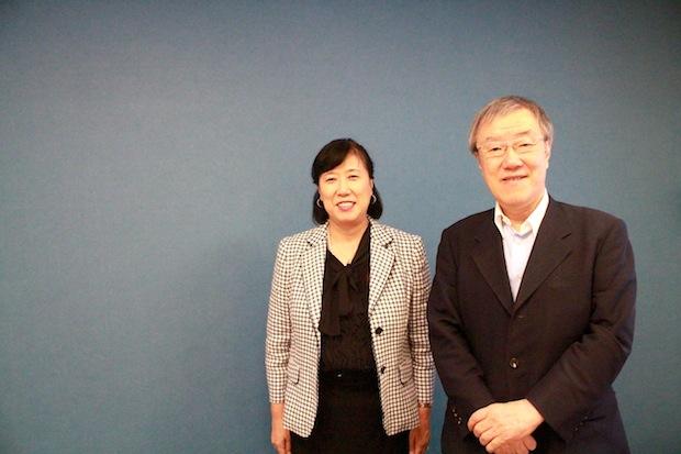 写真左:熊平美香さん(公益財団法人AFS日本協会 理事長)、右:出口治明(ライフネット生命会長兼CEO)