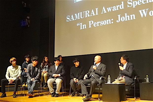 ジョン・ウーさん(映画監督、写真右から2番目)香港で助監督としてキャリアをスタートさせ、86年に「男達の挽歌」でアクション監督としての地位を確立。96年の「ブロークン・アロー」で、ハリウッドでも成功を収める。主な代表作は「フェイス/オフ」「M:I-2(ミッション・インポシッブル2)」 など