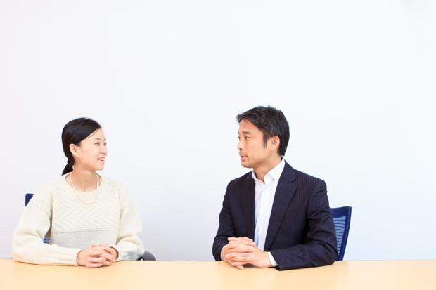 写真左:御手洗瑞子さん(気仙沼ニッティング 代表取締役社長)、右:岩瀬大輔(ライフネット生命保険 社長)
