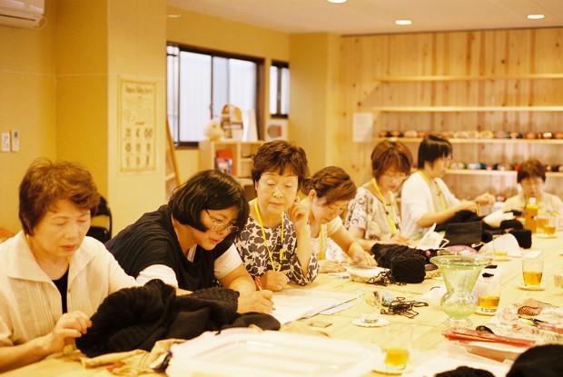 気仙沼ニッティングの編み手さんたち 撮影:繰上和美