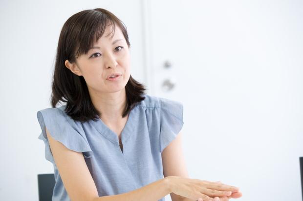 ライフネット生命 経理部 部長・波多野佐知子。2歳4か月の女の子がいる