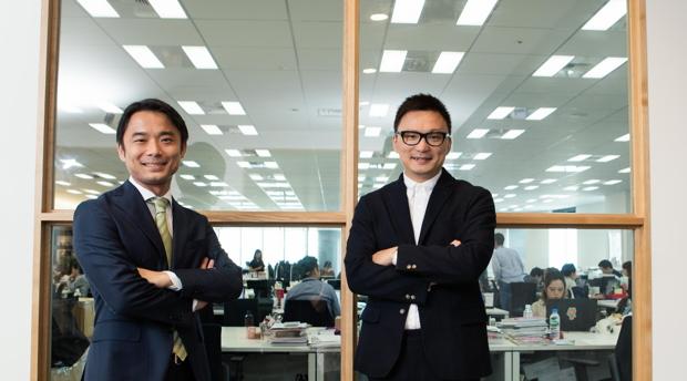 写真左:岩瀬大輔(ライフネット生命社長)、右:石川康晴さん(株式会社ストライプインターナショナル 代表取締役社長兼最高経営責任者)